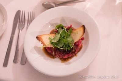 Tartare de bœuf, marmelade de champignons sauce tranchée à l'huile de truffe et sa roquette - Richard Marquis, L'espiègle